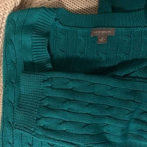 M Ann Taylor emerald green cable knit sweater crew